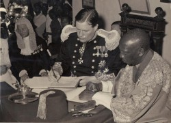 September, 1955: Omukama Sir Tito Gafabusa Winyi IV and Sir Andrew Cohen, Governor of the Uganda Protectorate, sign a 'Bunyoro Agreement' that, the kingdom claims, remains valid today. (Picture: www.san-luigi.org)