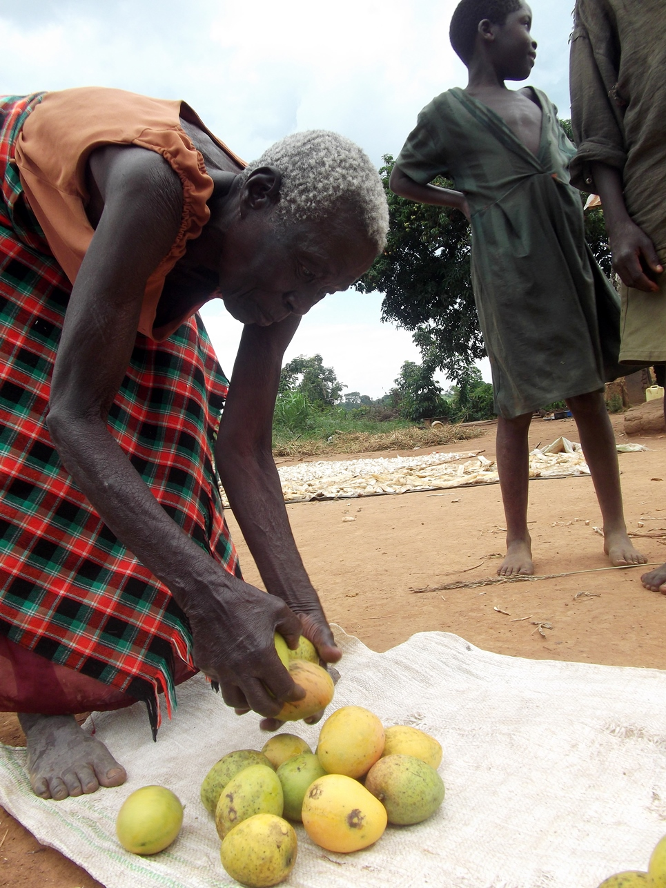 A woman sets up a roadside stall in Kigorobya, Hoima. (Photo: Stephen Wandera)